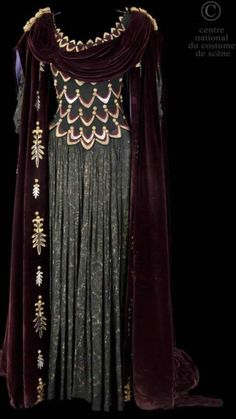 Medieval gown Absolutely beautiful