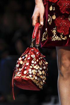 Detail at Dolce & Gabbana Spring 2016 Ready to Wear, Milan Fashion Week. Dolce & Gabbana, Bridesmaid Bags, Potli Bags, Wedding Bag, Baroque Fashion, Girls Bags, Spring Summer 2016, Hello Spring, Beautiful Bags