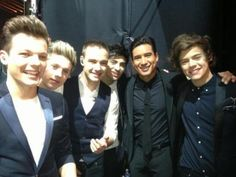 One Direction +	Mario Lopez = Too much sexy for one pic