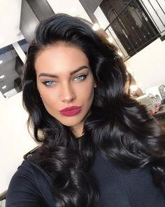 Makeup morena Aprende a pintar tu cabello con henna desde casa pinta cabello henna 2 Blue Hair, Dark Hair, Brunette Beauty, Hair Beauty, Beauty Style, Light Makeup Looks, Belle Silhouette, Winter Hairstyles, Gorgeous Eyes