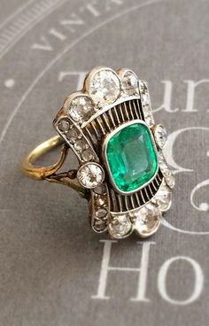 Antique Emerald and Diamond Ring Antique Rings, Vintage Rings, Antique Jewelry, Vintage Jewelry, Art Deco Jewelry, Fine Jewelry, Jewelry Design, Jewelry Making, Gemstone Jewelry