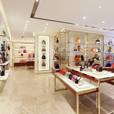ded16508 Flagship stores: 444 mono-brands located on the most prestigious  International shopping streets,