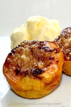 Baked Peaches With Almond Recipe Best Dessert Recipes, Special Recipes, Easy Desserts, Sweet Recipes, Delicious Desserts, Yummy Food, Baked Peach, Chocolate Oatmeal Cookies, Homemade Snickers