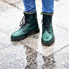 Empezamos el día con ganas de estrenar botas para estos días de lluvia  ¡ El otoño ya está aquí !  #newcollection #donotdisturb #verde #OI14 #blogger #algoestapasandoenMARYPAZ #OI14 #shoelfie #botinmilitar  Shop at ►http://www.marypaz.com/tienda-online/botin-militar-media-ca-a-con-cordones.html?sku=70372-42
