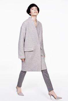 Nili Lotan Fall 2015 Ready-to-Wear Collection Photos - Vogue Fashion Week, Fashion Show, Fashion Design, Womens Fashion For Work, Trendy Fashion, Fashion Ideas, Raincoats For Women, Jackets For Women, Minimalist Fashion Women