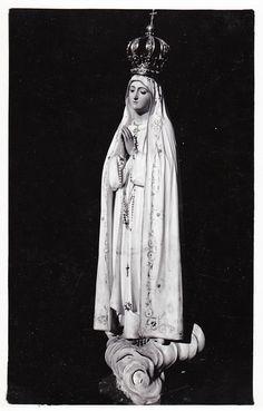 Nossa Senhora de Fátima A vintage postcard of the original statue of Our Lady of Fatima, Portugal.