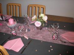Noir et rose vous tes fi re de la d coration de votre table de f te montrez la nous for Deco de table noir et rose