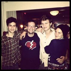 Shailene Woodley shares a sweet picture of TFIOS cast with John Green