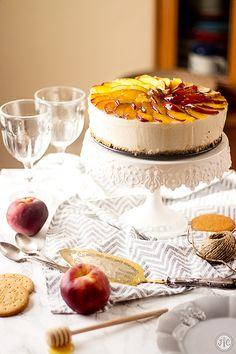 Tarta de yogur y melocotón sin horno, ¡brutal! - Jaleo en la Cocina Camembert Cheese, Yogurt, Dairy, Alicante, Tarts, Desserts, Blog, Simple, Bundt Cakes