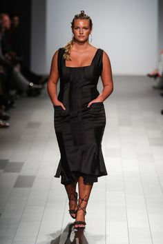 History Made! See All the Size-Diverse Model Appearances We Counted During New York Fashion Week Curvy Fashion, High Fashion, Plus Fashion, Curvy Outfits, Plus Size Outfits, Friends Fashion, Plus Size Model, New York Fashion, Body