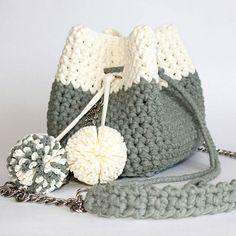 WEBSTA @ _by_moskvina - Bucket bags - модная сумочка-мешочек, стянутая ремешком. Один из главных трендов 2017 года .Размер 22×15×высота 18 см. По вопросам приобретения пишите мне в Direct, What's App, Viber 79136007070 Crochet Shoes, Cute Crochet, Knit Crochet, Crochet Handbags, Crochet Purses, Crochet Elephant Pattern, Crochet Patterns, Crochet Backpack, Crochet Market Bag