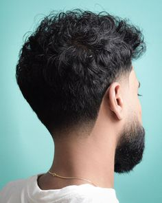 The taper fade is a quick fade at the sideburns and neckline. Mens Taper Fade, Taper Fade Curly Hair, Wavy Hair Men, Curly Hair Cuts, Curly Hair Styles, Short Hair, Low Taper Fade Haircut, Tapered Haircut, Taper Fade Haircuts