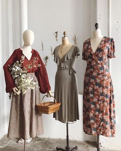 Vintage Inspired Autumn Outfit Ideas – Adored Vintage How to Create a Vintage Style Home Decor Vinta Mode Outfits, Fall Outfits, Fashion Outfits, Fashion Clothes, Vintage Dresses, Vintage Outfits, Vintage Fashion, Vintage Inspired Outfits, Vintage Womens Clothing