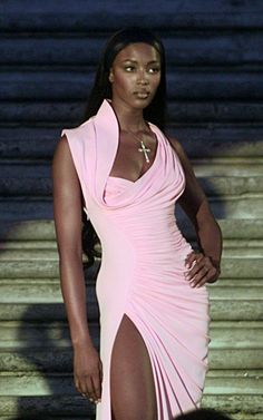 Timeless Fashion — Naomi Campbell for Versace, 2000s Fashion, Fashion Week, Fashion Models, Fashion Show, Celebrities Fashion, Black 90s Fashion, High Fashion Outfits, High Fashion Looks, 90s Models