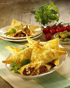 Our popular recipe for puff pastry corners with feta & hack and over more free recipes on LECKER.de, The post Puff pastry corners with feta & hack appeared first on Best Pins for Yours. Authentic Mexican Recipes, Mexican Food Recipes, Party Finger Foods, Snacks Für Party, Appetizer Recipes, Snack Recipes, Puff Pastry Recipes, Puff Recipe, Good Food