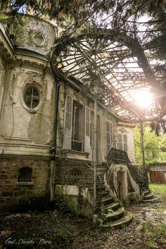 One of a kind — simply must have it Old Abandoned Buildings, Abandoned Property, Abandoned Mansions, Abandoned Places, Beautiful Ruins, Beautiful Castles, Beautiful Images, Fantasy Places, Paris Photos