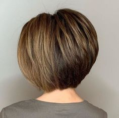 Voluminous Feathered Bob for Straight Hair If you want to refresh your flat, lifeless shoulder length hair, a neck length stacked bob haircut is a great way to go. The hair that has been pulling you down will now give you a lifting effect and brighten Stacked Bob Hairstyles, Short Bob Haircuts, Hairstyles Haircuts, Straight Hairstyles, Medium Hairstyles, Wedding Hairstyles, Braided Hairstyles, Trendy Haircuts, Layered Haircuts