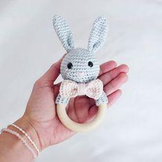 Kleine Hasenrassel  Sie sucht noch ein neues zu Hause, bei Interesse gerne eine DN an mich ☺ Verkauft #babyrassel #amigurumilove #selfmade #crochetaddict