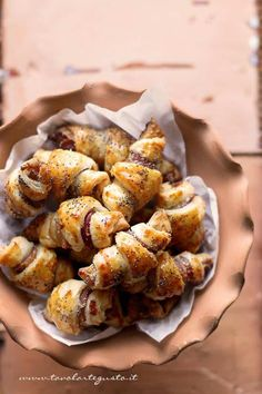 Croissant salati Party Finger Foods, Finger Food Appetizers, Appetizer Recipes, Croissants, Food N, Food And Drink, Fingerfood Party, Easy Party Food, Antipasto