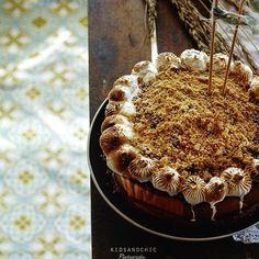 RECETA DE TARTA DE ALMENDRAS Y CARAMELO SIN HORNO food photography cake no baked Tiramisu, Cakes, Ethnic Recipes, Food, Cake Recipes, Almonds, Candy, Oven, Ethnic Food