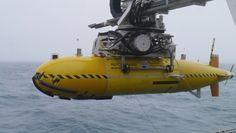 autonomous-submarine-scans-for-deep-sea-lifeforms-autosub6000-91120-7.jpg…