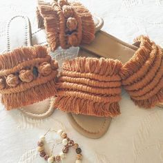 Macrame Bag, Macrame Jewelry, Diy Crochet Slippers, Crochet Shoes Pattern, Diy Clothes And Shoes, Boho Shoes, Backpack Pattern, Macrame Design, Macrame Patterns