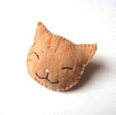 Sonriente gato atigrado naranja fieltro broche gato hecho a mano joyería divertida linda fieltro accesorio bronceado beige Beige Navidad vacaciones media embutidora MiKa