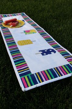 Summer Popsicle Table Runner Pattern - How to make a table runner that makes a great summer table decor idea.