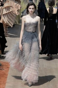 See the complete Christian Dior Fall 2017 Couture collection.