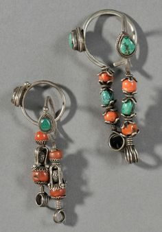 Tibet | Two pairs of earrings; both pairs with the top hoop decorated with a bevel-set teardrop-shaped turquoise, one pair with coral and turquoise beads | 20th century | Est. 1'200 - 1'600$ ~ (Apr '13)