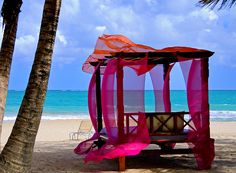 this would be my home office on Kabik beach. the internet reception is best there - all I need are breezy silks & a bed/desk facing the ocean