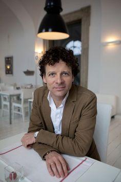 PROJEKTOWANIE DOŚWIADCZENIA MARKI na FUTU.PL Design jest ważnym elementem strategii marki Heineken od samego początku jej powstania. O inwestowaniu w design i kreowaniu wyjątkowego doświadczenia marki Weronika Rochacka rozmawia z Markiem van Itersonem, Global Head of Design Heinekena.