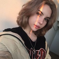 ✔ Aesthetic Drawing Girl With Short Hair Pretty Hairstyles, Girl Hairstyles, Hair Inspo, Hair Inspiration, Character Inspiration, Maquillage Normal, Fashion Fotografie, Aesthetic Hair, Aesthetic Drawing