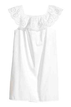 Šaty sodhalenými plecami