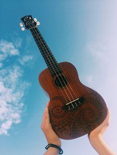 Helpful Tips to Learn Ukulele The Judge Ukulele Chords, Ukulele Art, Ukulele Songs, Guitar Art, Acoustic Guitar, Ukulele Tumblr, Music Instruments Diy, Painted Ukulele, Ukulele Design