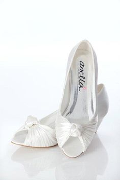 Ideas For Wedding Shoes Low Heel Outdoor Ideas For Wedding Shoes Low Heel Outdoor Low Heel Shoes, Low Heels, Bridal Shoes, Wedding Shoes, Wedding Dress, Wedding Day Wishes, Cool Wedding Cakes, Wedding Beauty, Types Of Shoes
