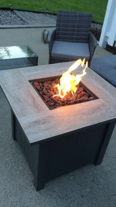 Even when it's cold out you can still enjoy the outdoors with the Coral Coast Aiden 30 in. Delicately crafted with a porcelain-tile. Diy Gas Fire Pit, Propane Fire Pit Table, Fire Table, Fire Pits, Garden Fire Pit, Fire Pit Backyard, Backyard Patio, Hardtop Gazebo, Outdoor Rooms