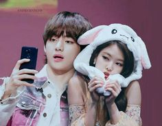 Social Media is their way to fell in love with each other -♡ sᴛ… South Korea News, Nct Group, Kpop Couples, Blackpink Memes, Blackpink And Bts, People Fall In Love, Jennie Blackpink, Soyeon, Foto Bts