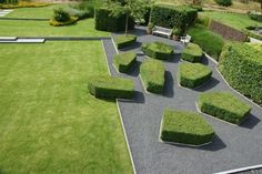 modern garden versus natural gardenby Broos Landscape Architects