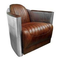 Deze zetel in metaal en leder is overtrokken met een bruin leder dat de pilotenzetels oproept, en een buitenbekleding in metaal zoals de romp met klinknagels van een vliegtuig.