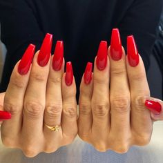 Nails Nails used to come in three colours. Red, red and red. Oh, and let's not forget french tips. Over the […] Nägel Sarg rot Red Christmas Nails Cute Red Nails, Long Red Nails, Bright Red Nails, Red Tip Nails, Red Christmas Nails, Xmas Nails, Halloween Nails, Bling Nails, Red Acrylic Nails
