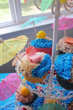 Beach Cupcakes {Diddles and Dumplings: Hawaiian Party Desserts}