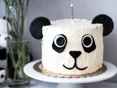Between the gorgeous color contrast and adorable themed food items and decorations, you'll love this fun panda first birthday party idea. Panda Birthday Cake, Bear Birthday, First Birthday Cakes, First Birthday Parties, First Birthdays, Panda Cupcakes, Panda Themed Party, Panda Party, Fondant Cakes