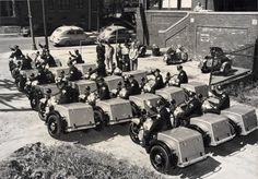 Chicago Police Department - Motorcycle Unit in using Harley-Davidson Service Motorcycles Harley Davidson Trike, Used Harley Davidson, Vintage Bikes, Vintage Motorcycles, Signs Youre In Love, Magnified Images, Trike Motorcycle, Motorcycle Types, Police Cars