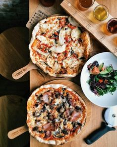 Image uploaded by G. Find images and videos about food, delicious and pizza on We Heart It - the app to get lost in what you love. Think Food, Love Food, Menu Pizza, Pizza Food, Casa Pizza, Pizza And Beer, Food Goals, Pizza Recipes, Food Inspiration