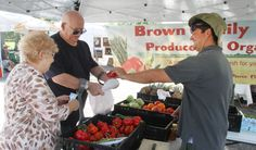 Fellsmere kicks off first farmers market at Old School -  w/photos