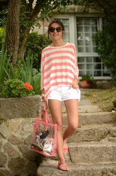 Alexandra. Camiseta y bolsode SUITEBLANCO.  (Imagen víaLovelyPepa).