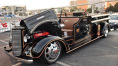 Onde há fumaça, há um caminhão de bombeiros da década de 1940 com motor de Dodge…
