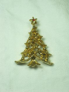 Vintage Christmas Tree Pin Gold Holiday Brooch   by LavenderGardenCottag  Thinking this design,or similar one,on a small canvas (or minis canvas) panel filled in with choices of glitter glue.  SKDY