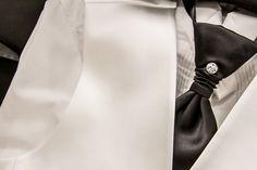 Fotos do casamento de Andressa e Clovis realizado em janeiro de 2014 trajes da Maison Nelly. #maisonnelly #trajes #noivo #padrinhos #pajem #daminha #trajearigor #damadehonra